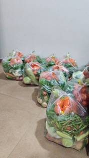pre-packaged vegetable orders (₹700) delivered together at Runwal Greens, Mulund, Mumbai.